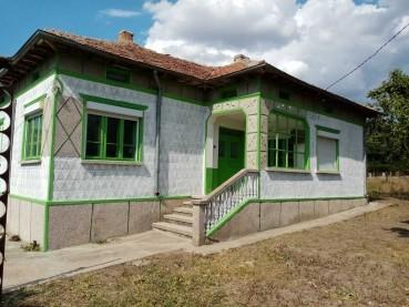 Едноетажна къща в село до гр. Генерал Тошево